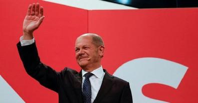 Almanya'da seçimin galibi SDP oldu! 19 yıl sonra bir ilk gerçekleşti