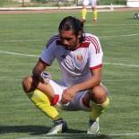 Aracinda Yanarak Ölen Futbolcunun Ölümündeki Sir Perdesi Aralanamadi