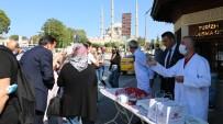 Dünya Turizm Günü'nde Vatandaslara Kavala Kurabiyesi Ve Tava Ciger Ikram Edildi