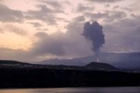 La Palma'daki Cumbre Vieja Yanardagi Yeniden Lav Ve Kül Püskürtmeye Basladi