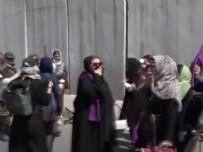 Ve Taliban biber gazını keşfetti! Afgan kadınlar sokakta...