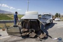 Erzurum'da Kaza - Erzurum'da otomobil kazada ikiye bölündü: 5 yaralı