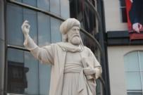 CHP'li belediyeden şaşırtmayan hizmet: Bilecik'in göbeğine 11 tonluk Şeyh Edebali heykeli
