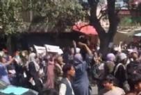 Afganistan Sokaklarında Kaos! Kan Donduran Görüntüler... Havaya Rastgele Ateş Açtılar...